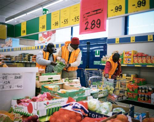 Happy, Ibrahim et Henry font des courses au supermarché